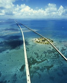 Another view of the 7 Mile Bridge, Florida Keys. Love to visit the Florida Keys.peaceful and beautiful. :D LP Places Around The World, Oh The Places You'll Go, Places To Travel, Travel Destinations, Places To Visit, Around The Worlds, Travel Things, Travel Stuff, Dream Vacations