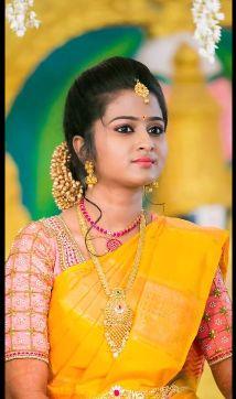 Bridal Silk Saree, Saree Wedding, Marathi Wedding, Wedding Bride, Fashion 2018 Trends, Fashion Ideas, Trendy Fashion, Saree Jewellery, Wedding Saree Blouse Designs
