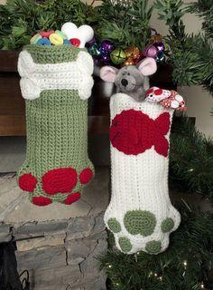 {Crochet} {Christmas} Crochet Christmas stocking for your fur family members. Holiday Crochet, Crochet Gifts, Crochet Hooks, Knit Crochet, Crochet Stocking, Yarn Projects, Knitting Projects, Crochet Projects, Loom Knitting