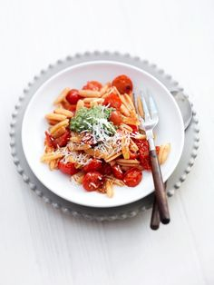 pasta met cherrytomaatjes en pesto