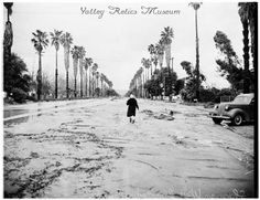 photo from the 1938 flood. This is Reseda on Sherman Way near Corbin, looking west. From the Valley Relics Collection