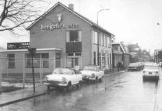 Zoals al eerder aangegeven wordt de parkeerplaats bij de Marke ook meegenomen in het project.   Deze foto dateert uit 1967. Toen bestond er nog Hengelo's bier.