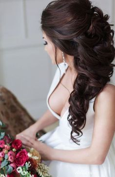 These powerful wedding hairstyles are seriously stunning with luscious braids and shimmering hairpieces! With unique bridal headpieces from Enzebridal and voluminous, elegant styles from Elstile, this (Prom Hair Elegant) Wedding Hairstyles For Long Hair, Up Hairstyles, Pretty Hairstyles, Hairstyle Ideas, Perfect Hairstyle, Hairstyle Wedding, Elegant Wedding Hairstyles, Long Curly Wedding Hair, Wedding Hair Side