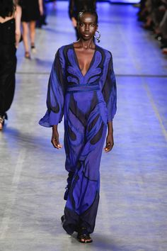 Fashion Week Milan Spring/Summer 2020 look 51 from the Alberta Ferretti collection womenswear Catwalk Fashion, Fashion 2020, Modern Fashion, Fashion Show, Fashion Brands, Fashion Outfits, Womens Fashion, Fashion Ideas, Estilo Art Deco