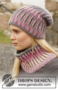 """Knitted DROPS hat and neck warmer with English rib in two colors in """"Big Delight"""". ~ DROPS Design"""