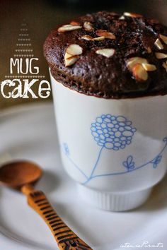 microwave chocolate [nutella] cake in a tumbler mug cake souffle ramekin ikea BAKELSE tumbler blue and white