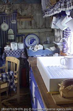 Unusual ribbed bottom kitchen sink ♥♥la Brocanteuse♥♥