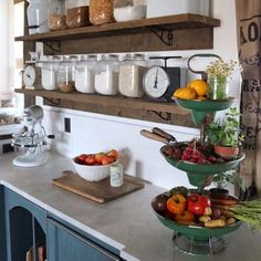 27 Country Cottage Style Kitchen Decor Ideas to make you fall in love with your kitchen again - Interior Design - Home Sweet Home Rustic Kitchen Cabinets, Farmhouse Style Kitchen, Kitchen Dining, Rustic Farmhouse, Kitchen Rustic, Farmhouse Kitchens, Kitchen Sink, Farmhouse Ideas, Rustic Chic