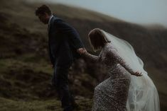 This couple hiked through the rolling hills of Scotland to tie the knot | Image by The Ferros