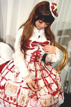 I notice I like photos of Lolitas looking down. It shows their long doll-like eyelashes
