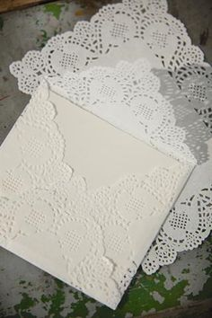 DIY doily envelopes/Doen-dit-self koeverte van doilies