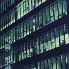 Work late. #milano #rogoredo #nightlife #sky #office #milanocity #milanobynight #milanodavedere #architecture #thelumians #welovelumians #windowsphonephotography #lumia950 by tal_aban