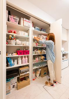 Before you recoil for the reductiveness of a given title, we've grown effectively informed that this complexities of Japanese classic architectural design. Tiny Pantry, Kitchen Pantry, Japanese Architecture, Architecture Design, Tokyo Apartment, Muji Home, T Home, Home Organization, Cupboard