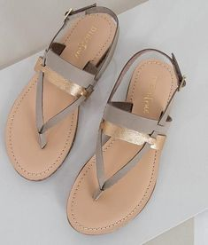 Gorgeous pair of Spring Summer sandals with beautiful gold detail. Love these with any outfit or dress.