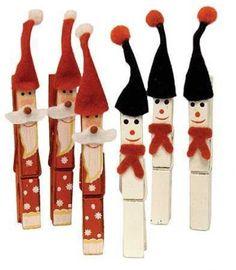 Santa Claus y muñecos de nieve con pinzas de madera
