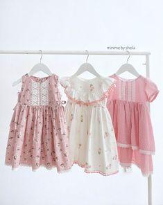 Girls Frock Design, Baby Dress Design, Baby Girl Dress Patterns, Kids Frocks, Frocks For Girls, Toddler Girl Dresses, Little Girl Fashion, Kids Fashion, Smocked Baby Dresses