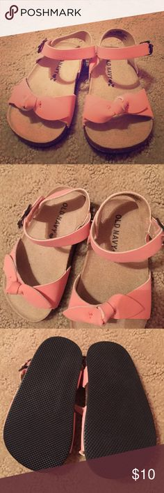 Light Pink Baby Sandals Great condition, no stains, and smoke free home! Cute little baby sandals from Old Navy. Not exactly sure on size but probably 0-6 months Old Navy Shoes Sandals & Flip Flops