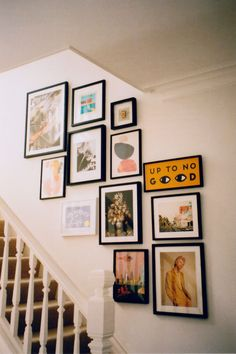 decorating a hallway Gallery Wall Staircase, Staircase Wall Decor, Gallery Wall Art, Picture Wall Staircase, Hallway Art, Staircase Frames, Gallery Wall Shelves, Kitchen Gallery Wall, Gallery Wall Bedroom