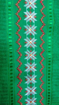 Discover thousands of images about Christmas embroidery Swedish Weaving Patterns, Swedish Embroidery, Monks Cloth, Christmas Embroidery, Bargello, Cross Stitch Flowers, Christmas Cross, Handicraft, Blackwork