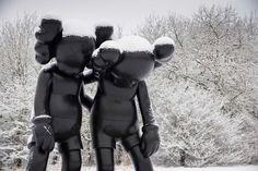 KAWS in Yorkshire UK. Ich liebe ja die Comic-Charakteren von Kaws, da sollte man auch eigentlich in diesem Jahr mal nach Yorkshire fahren um sich die riesen Skulpturen reinzuziehen. Es ist übrigens die erste Museums-Ausstellung von #KAWS in England.  #popkultur #popart #kunst #art