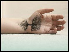 Tree+Tattoo+designs+for+Men+and+Women+(11).jpg 600×454 pixels