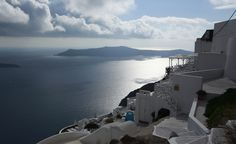 Greece_photo-essay_Santorini_view - Greece is perfect for any trip Want a great travel experience for your Mom? Check this out. Europe Travel Guide, Budget Travel, Travel Destinations, Santorini Island, Santorini Greece, European Vacation, Vacation Spots, Greek Islands Vacation, Exotic Places