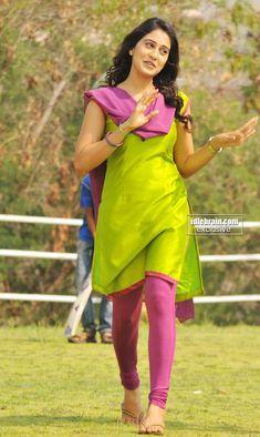 Beautiful Girl Indian, Most Beautiful Indian Actress, Beautiful Actresses, Pakistani Fashion Casual, Indian Fashion, Kurta Designs Women, Churidar Designs, Cotton Saree Blouse Designs, Beautiful Heroine