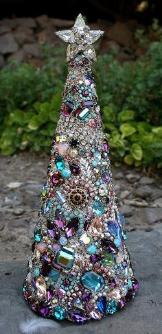 Vintage Rhinestone Jewelry Christmas Tree:use old jewelry? Christmas Projects, Holiday Crafts, Vintage Christmas, Christmas Holidays, Christmas Decorations, Christmas Ornaments, Tree Decorations, Canada Christmas, Black Christmas