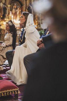 Inspiración para las bodas de invierno Sin categoría - Confesiones de una Boda Most Beautiful Wedding Dresses, Beautiful Bride, Mediterranean Wedding, Vintage Veils, Bridal Tips, Winter Wedding Inspiration, Here Comes The Bride, Wedding Styles, Wedding Ideas