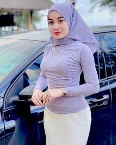 Hijab Teen, Arab Girls Hijab, Girl Hijab, Muslim Girls, Beautiful Arab Women, Beautiful Hijab, Hijab Hipster, Modern Hijab Fashion, Teen Girl Poses