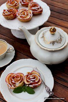 Ruze od jabuka — Coolinarika Good Morning Breakfast, Tea Pots, Food Photography, Tableware, Dinnerware, Dishes, Tea Pot, Tea Kettles