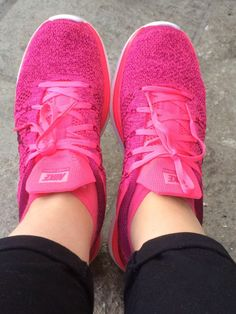 Pink Nikes - Fashion and Love as usual, a pair of Nike's Shoes for Cheap im in love with and I can't find them. Pink Nike Shoes, Pink Nikes, Nike Shoes Cheap, Workout Shoes, Workout Gear, Wholesale Nike Shoes, Nike Free Runners, All About Shoes, Nike Fashion