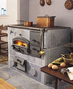 Tulikivi wood cooker is made from soapstone, on which you can cook and bake. The soapstone is incredibly dense so retains and radiantly heats for many hours. Also Tulikivi has a unique airflow design for exhaust that burns its own particulate matter, henc Wood Burning Cook Stove, Wood Stove Cooking, Kitchen Stove, Kitchen Wood, Kitchen Ideas, Alter Herd, Soapstone Stove, Old Stove, Vintage Stoves