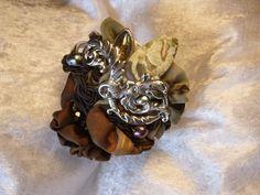 bracelet Pan , baroque soie peinte,manchette rigide argenté : Bracelet par iletaitunesoie