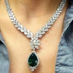 Mataul Jalal Gorgeous ct Smaragd p / s aus Platin mit über 80 ct … - Schmuck Juwel Emerald Jewelry, Gems Jewelry, Bridal Jewelry, Diamond Jewelry, Jewelry Accessories, Jewelry Necklaces, Fine Jewelry, Jewelry Design, Emerald Necklace