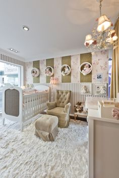 Uploaded by Find images and videos about quarto de bebe on We Heart It - the app to get lost in what you love. Baby Room Diy, Baby Bedroom, Baby Room Decor, Nursery Room, Girl Nursery, Girls Bedroom, Diy Baby, Nursery Ideas, Baby Changing Tables