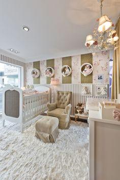 Decoração infantil! Quarto de bebê menina da mostra Casa Baby Dreams. Mais fotos em: http://mamaepratica.com.br/2014/05/26/quarto-de-bebe-14-ideias-para-montar-o-seu/#more-4573