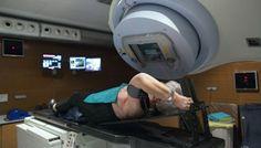 Excesso de gordura torna melanomas mais resistentes à radioterapia Um estudo da Faculdade de Medicina (FMUP) mostra que níveis elevados de gordura corporal favorecem o crescimento das células cancerígenas associadas aos melanomas, fazendo com que estes se multipliquem com mais facilidade e se tornem mais resistentes à radioterapia