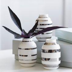 Vi har et godt tilbud til dig i dag! Spar 25% på Kählers guld og sølv Omaggio miniature vaser (3-pak). Forsæt god dag.