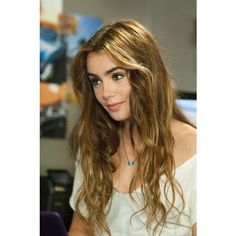 Lily Collins Gr8 hairstyle ❤ liked on Polyvore featuring lily collins, lily, hair, people and celebrities