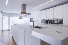 Chiralt Arquitectos Valencia | Cocina moderna, minimalista, blanca.