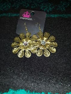 Gold flower rhinestone $ 5