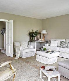Esta casa está situada en una pequeña localidad de Cantabria. En sus interiores hay una clara  inspiración provenzal con tonos muy suaves...