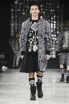 Marcelo Burlon County of Milan Menswear Fall Winter 2016 Milan Fashion Killa, Runway Fashion, Mens Fashion, Men Wearing Skirts, Black And White Style, Modern Man, Live Fashion, Men Dress, Milan