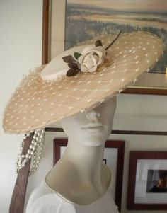 """1940's Gorgeous """"Creme Caramel Netted Saucer Hat SM Vintage Rose EXC Cond 