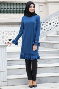 Elegant tunic with hijab look and tights style - Fashion Arab Fashion, Muslim Fashion, Fashion Wear, Modest Fashion, Fashion Outfits, Hijab Outfit, Hijab Dress, Abaya Mode, Mode Hijab