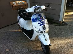 This Star Wars mod will make you want to run outside and start painting your bike. It's a Vespa scooter that looks like everyone's favorite droid. Scooter Motorcycle, Vespa Scooters, R2d2, Star Wars, Ideias Diy, Geek Girls, Geek Chic, For Stars, Baby Car Seats