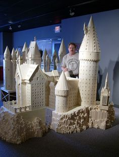 Creepy guy, AWESOME matchstick replica of Hogwarts! Harry Potter Dolls, Harry Potter Hogwarts, The Last Movie, Creepy Guy, Unusual Art, World Trade Center, Fairy Houses, Little Houses, Create