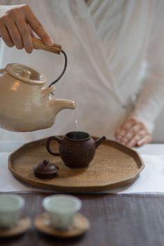 茶人 珮如 (ペルー) ~台湾茶と道具展~ @うつわノート/川越 2015/5/9(土)〜19(火) Chinese Tea Room, Loose Tea Infuser, Tea Culture, Tea Brands, Japanese Tea Ceremony, Tea Tray, Loose Leaf Tea, Drinking Tea, Tea Set