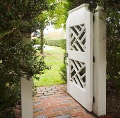 ideas for secret garden entrance Tor Design, Gate Design, Stand Design, Booth Design, Banner Design, Garden Entrance, Garden Doors, Garden Gates And Fencing, Landscape Plans